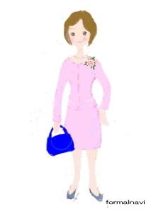 薄いピンク色のスーツ